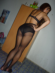 Sexy Fa shows pantyhose ass