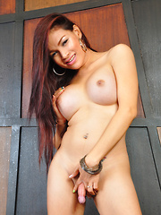 Vitress Tamayo: Green Bikini
